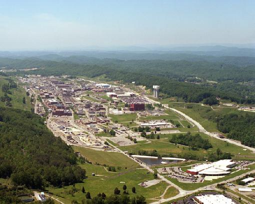 Y-12 nuclear weapons plant, Oak Ridge, TN.jpg